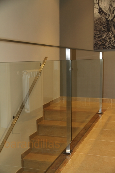 Cristal vi8 barandillas for Barandillas de escaleras interiores