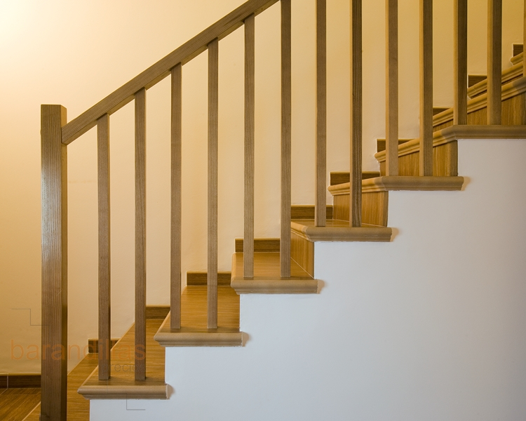 Madera f6 barandillas for Barandas de madera para escaleras interiores
