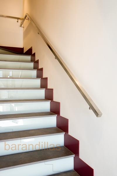 Pasamanos p1 barandillas for Escaleras interiores precios